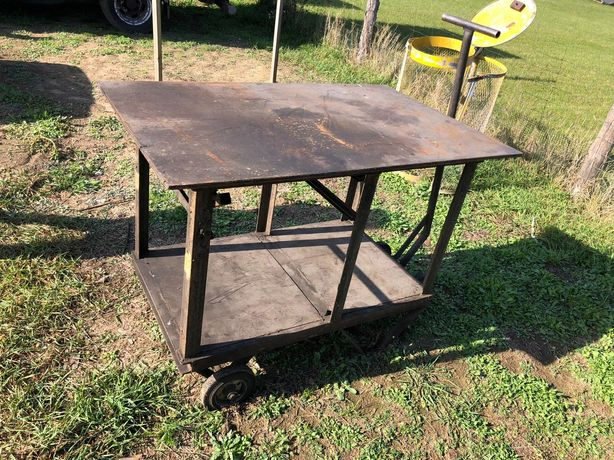 Stół spawalniczy /roboczy na kółkach