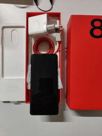 OnePlus 8 8/128 GB + capa + OnePlus bullets wireless 2
