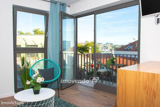 Apartamento T1+1, mobilado, junto ao Rio Douro