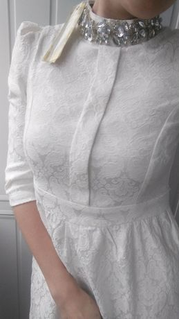 Белое, нарядное платье с узором и камнями Aniboba