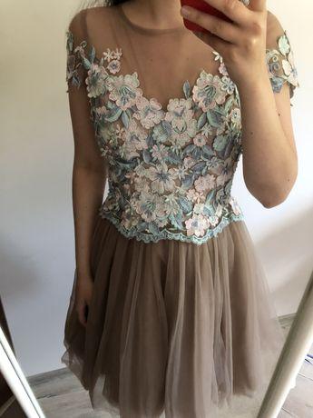 Sukienka na wesele tiulowa beżowa nude Illuminate varlesca lou