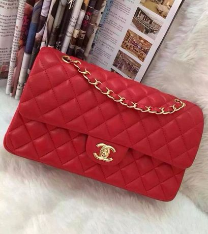 Czerwona pikowana torebka Chanel seria 2.55