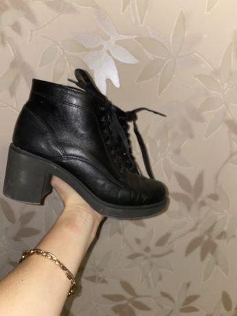 Ботинки кожаные 38 р-р, на устойчивом удобном каблуке