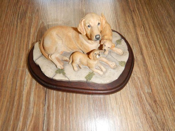 stara figurka psów