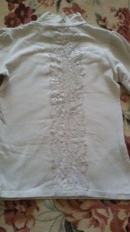 Белые блузки.