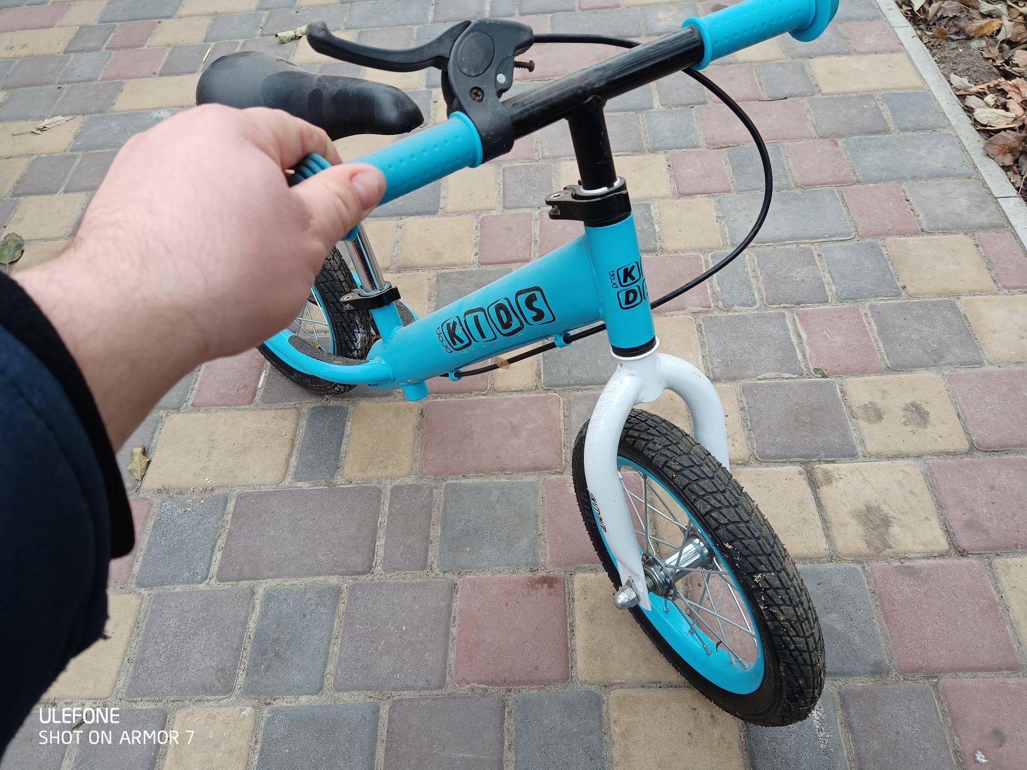 Продам дитячий велосипед без педаль.