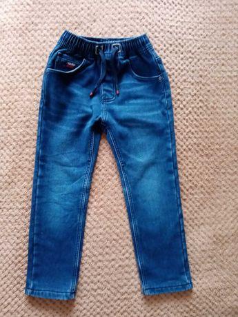 Продам утеплені джинси.