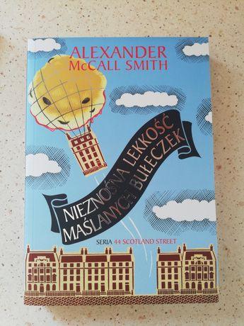Nieznośna lekkość maslanych bułeczkek, Alexander McCall Smith
