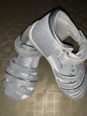 Sandalias de menina 23 da chicco