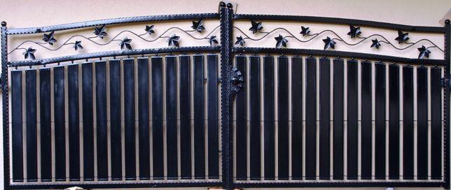 Brama wjazdowa skrzydłowa z blachy Wzór NR 1 moty LIŚĆ KLONU pełna