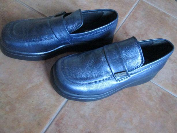 Sapato/bota em pele novos nº 39