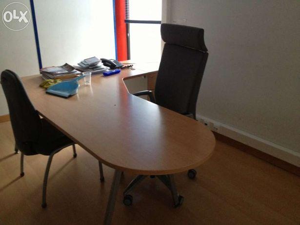 Mesa de gerência com Cadeira e modulo de gavetas