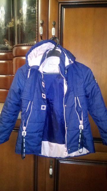Демисезонная легкая курточка для девочки. Возраст 5-7 лет.