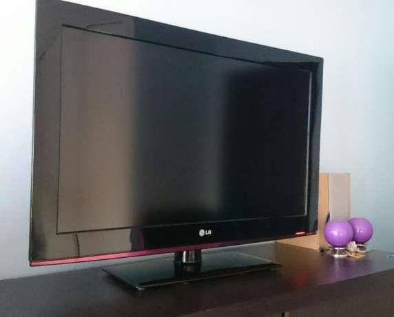 "Telewizor LCD LG 32 "" full hd dvbt mpg4 usb hdmi 50 000:1"
