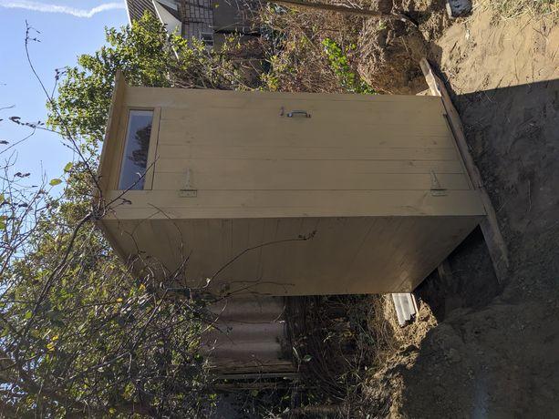 Туалет деревянный.