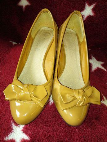 Pantofle koturny 38