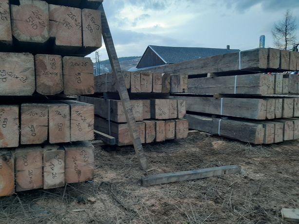 Skup starego drewna, stare deski, stare belki, stare drewno