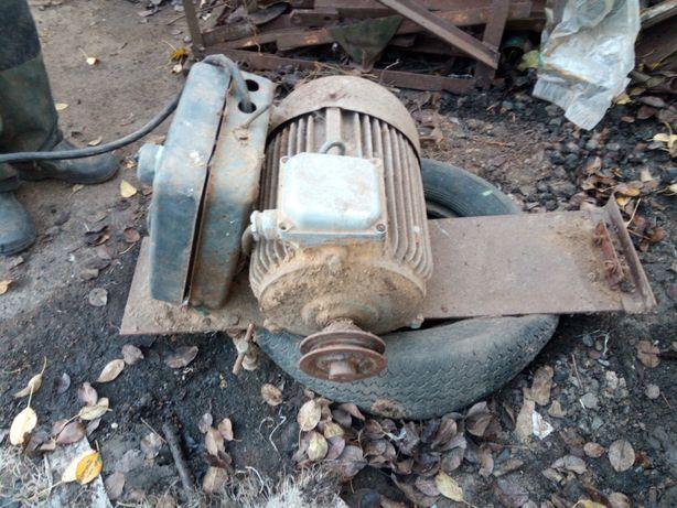 Продам єлектро мотор 220-380v. 3000 обиртів