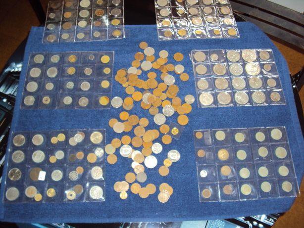 230 moedas de vários valores e vários países a maioria portugal