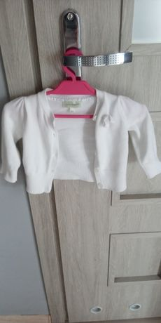 Biały sweterek dla dziewczynki.Rozmiar 62.