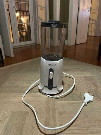 Liquidificador (Blender) Techwood na cor branca.