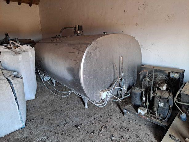 Tanque de Leite refrigerado com lavagem automática