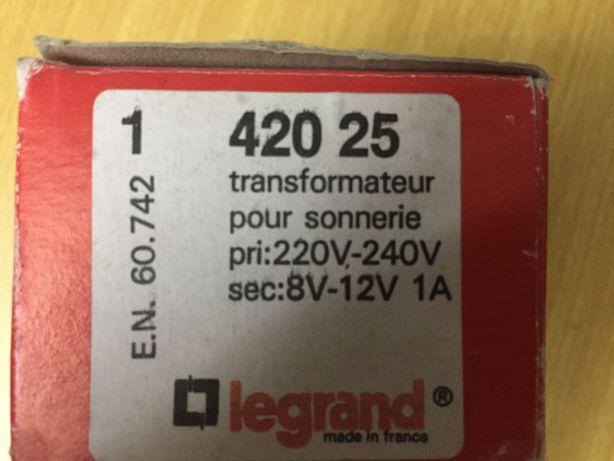 Transformador com Primário 230V e Secundário de 8 ou 12V - 1 Ampere