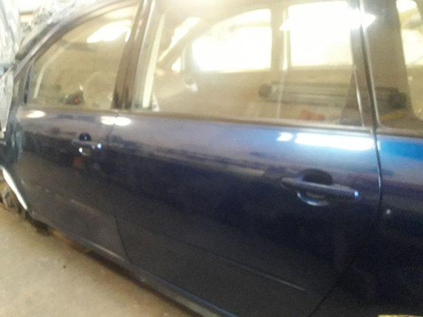 Toyota Avensis Verso Drzwi lewe przednie,lewe tylne