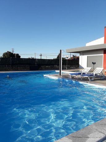 Aluguer de espaço com piscina, para festas e lazer.