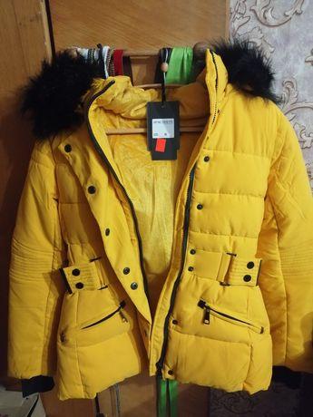 Срочно Продам зимнюю женскую курточку размер M