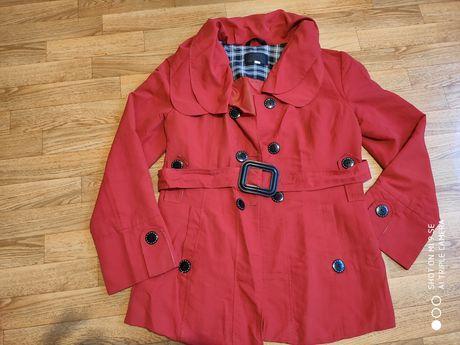 Damski płaszcz typu trencz