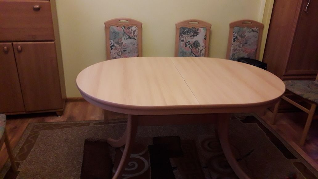 Owalny rozkladany stół