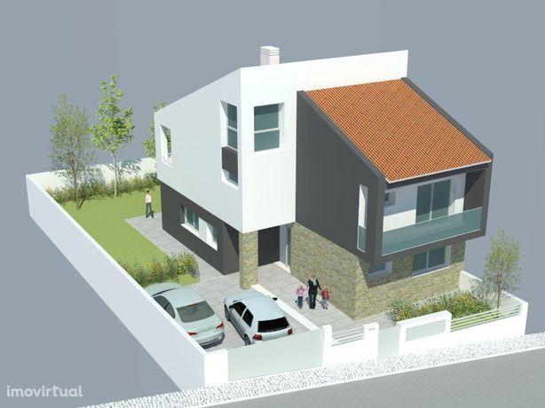 Lote com projecto de arquitectura aprovado!! - Bairro das Maroitas