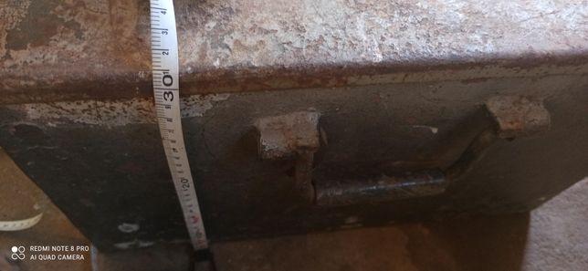 Caixa para ferramentas em ferro