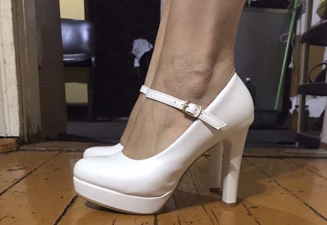 Продам туфли ,очень красиво и аккуратно смотрятся на ножке
