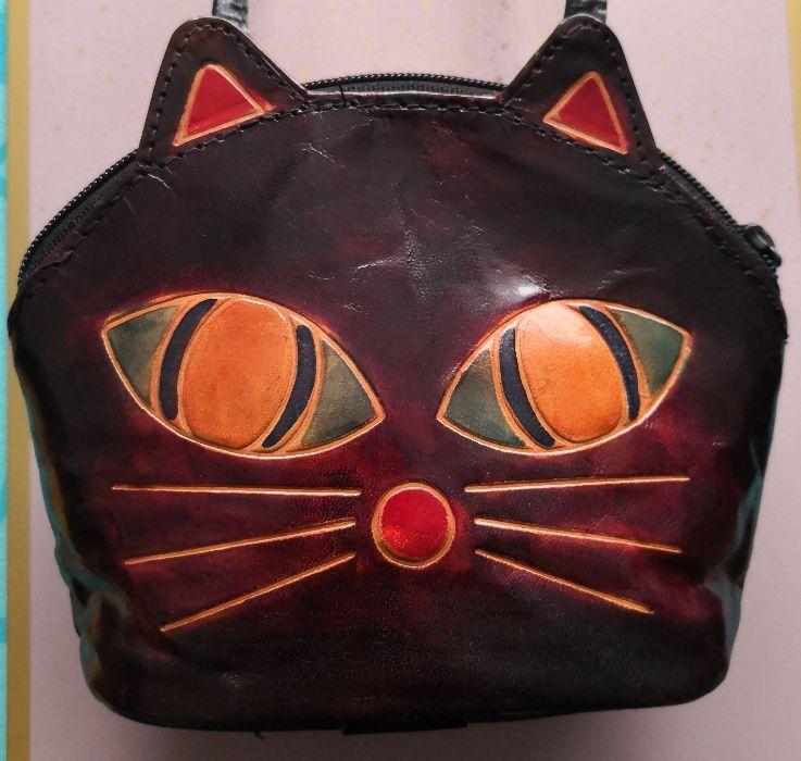 Kot – SKÓRZANA mini torebka przez ramię, koci wzór, na pasku, skóra Poznań - image 1