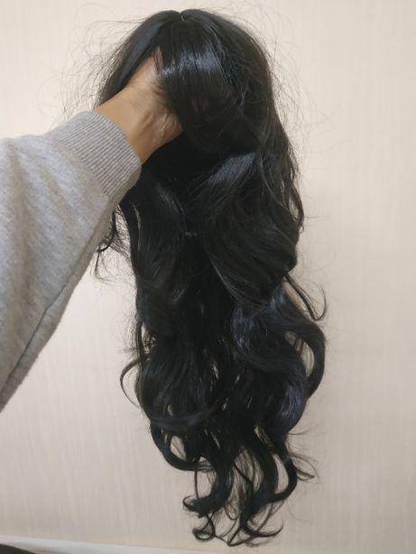парик волнистый черный с челкой и пробором имитация кожи длинный