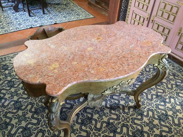 Mesa romantica com tampo em pedra rosa