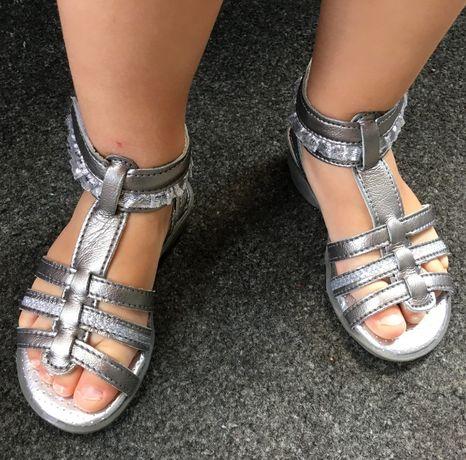 Sandałki srebrne R.24 śliczne, eleganckie sandały-super stan- J. Ecco