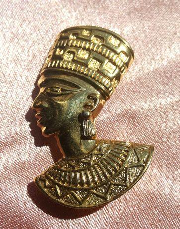 Broszka egipska Nefertiti AVON