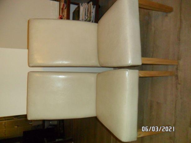 Krzesła skóra ekologiczna lite drewno kauczukowe.