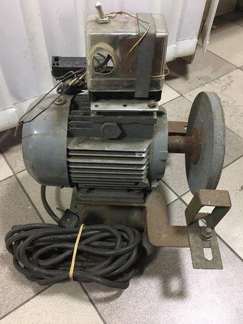 Двигатель асинхронный , точильный станок