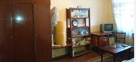 2ух комнатная кв. возле МЕТРО жилое состояние 19500дол.
