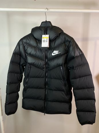 Nike новый зимний пуховик  оригинал S