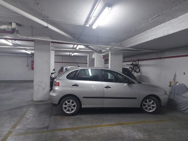 Aluga-se garagem junto ao Hospital de Faro (em garagem coletiva)