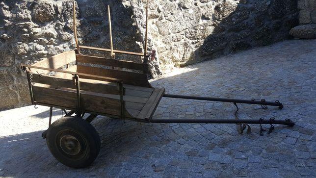 Carroça clássica em bom estado para venda _Uso / Decoração / Jardim