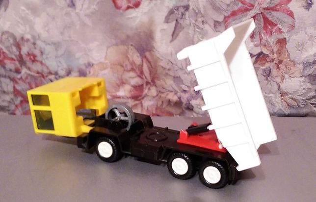Автомобиль-самосвал игрушка ГДР