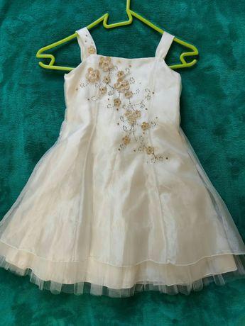 Нарядное платье на 5-6 лет.
