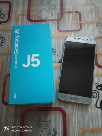 Смартфон Samsung Galaxy J5 2017
