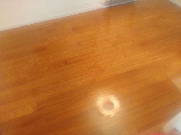 Executa se qualquer chão em madeira